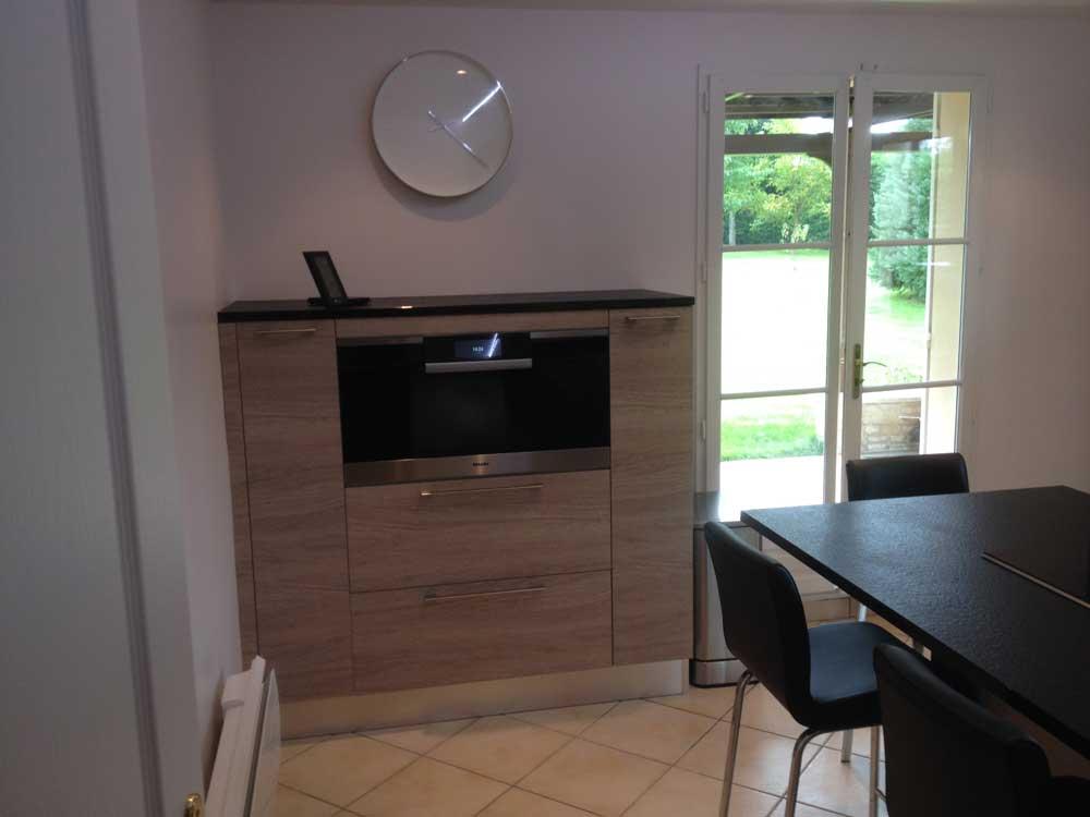 Conception d'un meuble dans une cuisine fermée