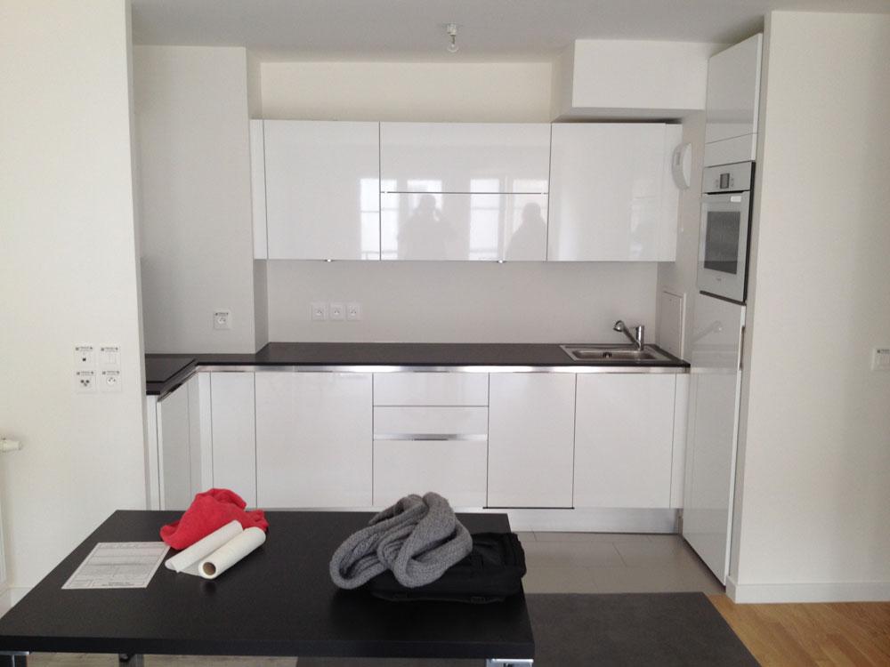Plan de travail et meubles de la cuisine en laque